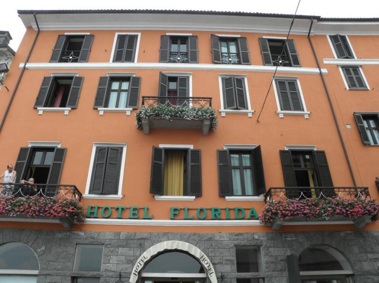 Hotel in centro ad Arona